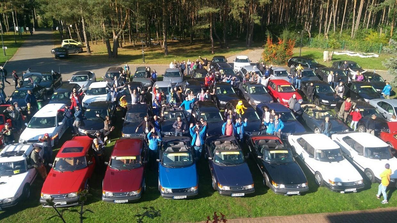 Ove a ja sme prijali pozvanie od Saab klub Polska a Saab klub Poznaň na zaujímavé stretnutie majiteľov Saabov. Boli to tri dni plné nevšedných zážitkov a skvelej zábavy. Zaujala pre nás nezvyčajná rallye plná tajomstiev, včítane skutočnej kontroly policajnou hliadkou, či kontroly na linke STK. Na  zraze sa zúčastnilo 138 osôb so 69 Saabmi, medzi ktorými bolo aj niekoľko ozajstných skvostov (900-stovky a jedna výnimočná 90-tka). Už teraz sa tešíme na budúci rok, pozvanie už máme.